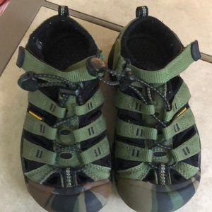 Kids Camo keen shoes sz.12